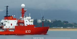 Buque Hespérides entrando a la Bahía de Santander